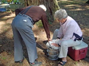 Marian Murray McClaine helping David Shelburne make ice cream at the 2008 Reunion (James Andrew Hewitt descendants)